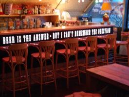 Möpsetrinkenbier,thepub,bier,burger,berlinmitte,alexanderplatz,kneipe,trinkspiele