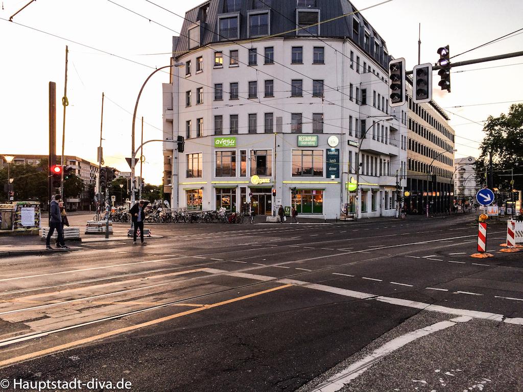 the bowl berlin friedrichshain clean eating vegan bio restaurant aussicht warschauer str. Black Bedroom Furniture Sets. Home Design Ideas